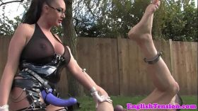 imagen British femdom pegging submissive outdoors