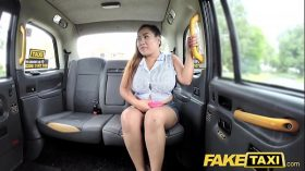 imagen Fake Taxi Thai masseuse with big tits works her…