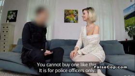 imagen Good looking blonde bangs fake cop home