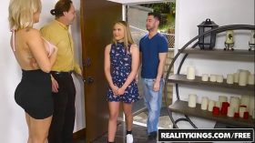 imagen RealityKings – Moms Bang Teens – All In Alyssa …