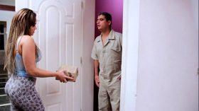 imagen Seduzindo entregador casado