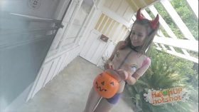 imagen Skinny Teen Gets Fucked After Trick or Treating