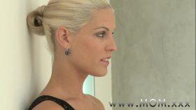 imagen MOM Horny Blonde MILF craves his Cock