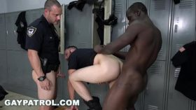 imagen GAY PATROL – Police Bait Car Catches a Low Down…