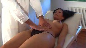 imagen nice brunette fucked by a doctor
