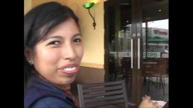 imagen Peruana con gringo – Rosa