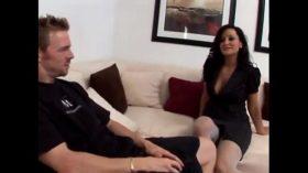 imagen Japornvideos.com – Lisa Ann teases her daughter…