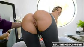 imagen RealityKings – Monster Curves – Sexy Seamstress…
