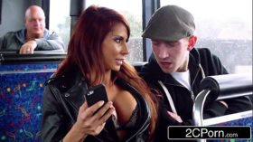 imagen Steamy FFM Threesome on a Tour Bus in London – …