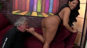 imagen Kiara Mia Femdom HD; femdom, ass-lick, foot, fetish, big-ass, big-tits, hardcore, oral, bruntte, hd,
