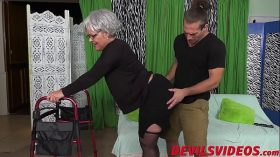 imagen Big ass granny gets dicked from behind by a young pervert
