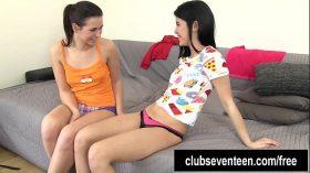 imagen Lesbian teens lick and finger twats