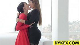 imagen Amazing lesbian orgy with beautiful girls