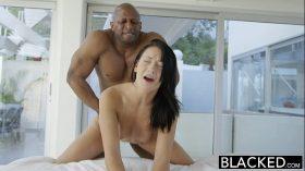 imagen BLACKED Teen beauty tries Interracial anal sex