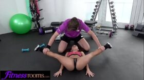 imagen Fitness Rooms Flexible petite bubble butt babe filled up with big cock