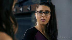 imagen Geek Girl Creates Her Lesbian Lover