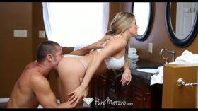 imagen HD – Sexy Samantha Saint gets showered with cum