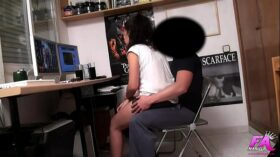imagen 18yo petite teen Vanessa knows how to get free stuff from dudes in her 'hood