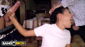 imagen BANGBROS – Hot Young Waitress Apolonia Working Hard For The Money