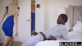 imagen BLACKED Stepsisters Trillium and Niki Snow First Interracial