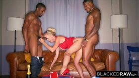 imagen BLACKEDRAW This BBC hungry milf was craving a spit-roast