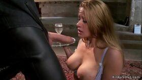 imagen Busty Milfs sucking and anal fucking