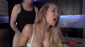 imagen Cocking In Kitchen With Mom- Nicole Aniston
