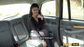 imagen Fake Taxi British Indian Asian with a perfect booty fucked in taxi