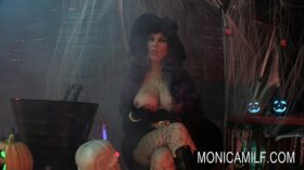 imagen Halloween in Norway with monicamilf and the beast