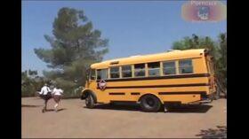imagen hermosas colegialas atrapadas por el profesor terminan cogiendo en el bus escolar