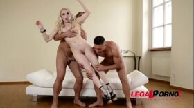 imagen Human BDSM Sex Doll Lola Taylor's Hairy Pink Banged And Filled By Two Studs GP113