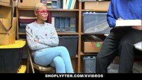imagen ShopLyfter – Ebony Teen Caught Stealing Fucked by LP Officer