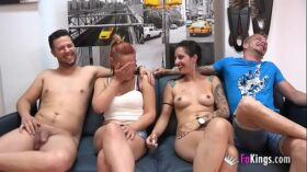 imagen Unexperienced couple enjoys a swinger session with two experienced porn performers