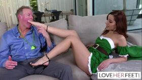 imagen Vanna Bardot wants her stepdad to fuck her sexy feet