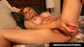 imagen World Famous Milf Julia Ann Dildo Fucks Her Hot Juicy Pussy!