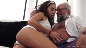 imagen Young latina on much older dick